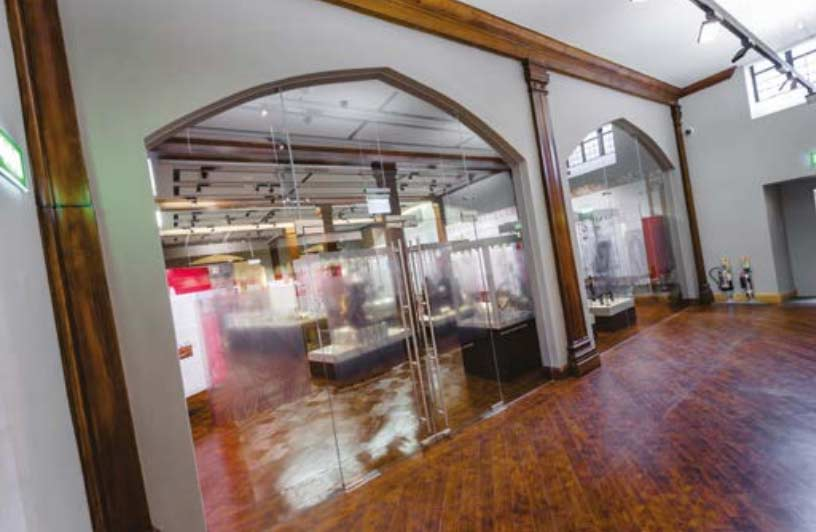 glass partitions for shops